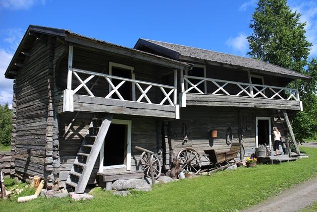 Aitat on siirretty Kaivolaan Orrilanmäeltä isojaossa 1904. Kuva: KivaaTekemistä.fi