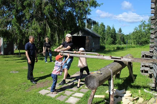 Miesvetoista pärehöylää voi kokeilla myös avajaisissa. Kuva: KivaaTekemistä.fi
