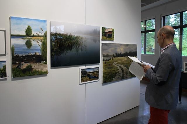 Carl Ahlmanin maalauksia. Kuva: KivaaTekemistä.fi