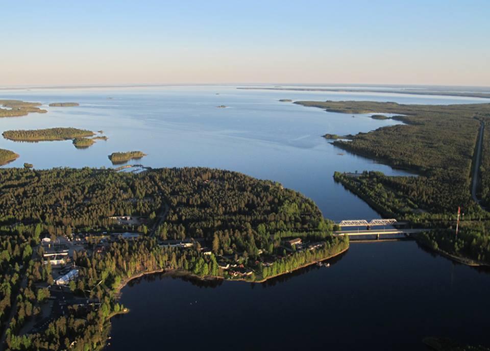 """Oulujärvi - """"Kainuun meri"""". Vaalan keskusta jää vasemmalle. Kuva: Vaalan matkailu/ Vapaa Vaala"""