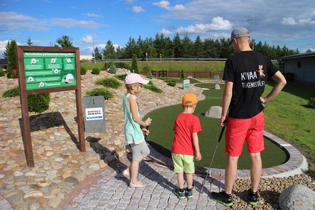 Väylä 1:llä kiven voi kiertää oikealta tai vasemmalta. Kuva: KivaaTekemistä.fi