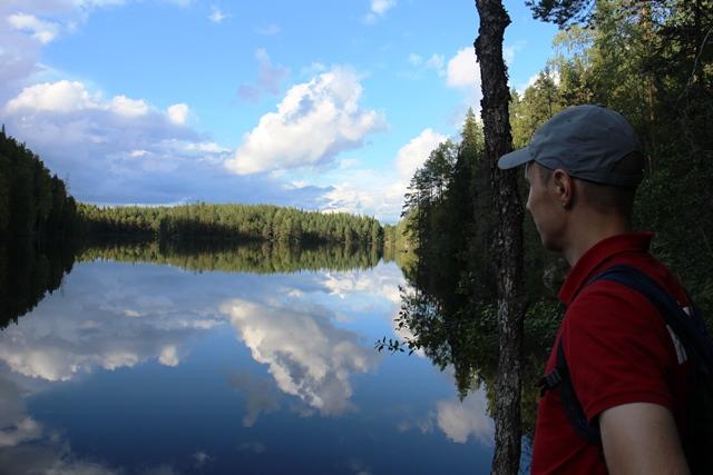 Vuori-Kalajan tyyni pinta keskellä erämaata. Kuva: KivaaTekemistä.fi