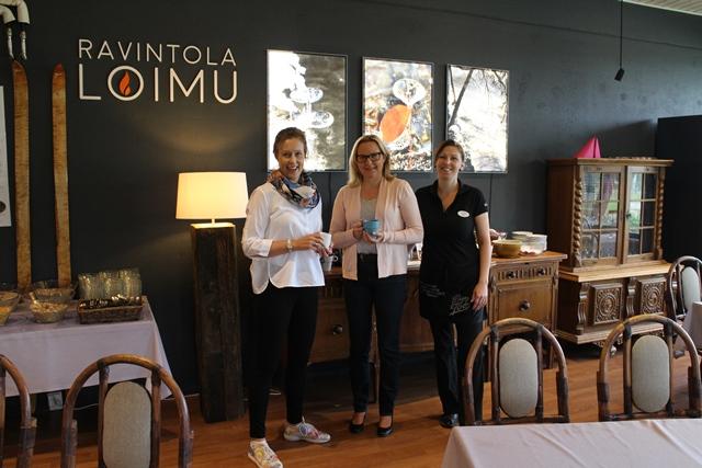 Revontulen henkilökuntaa, Tiia Valkama (vas.), Tarja Seppi ja Suvi Jalkanen. Kuva: KivaaTekemistä.fi