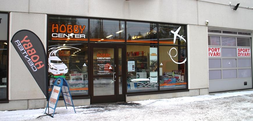 Hobby Center - ainoa laatuaan Suomessa. Oikealla elokuussa avautunut, Keravalta muuttanut SportDivari. Kuva: KivaaTekemistä.fi