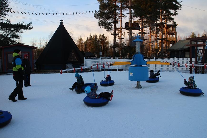 Snowtube-karuselli. Kuva: KivaaTekemistä.fi