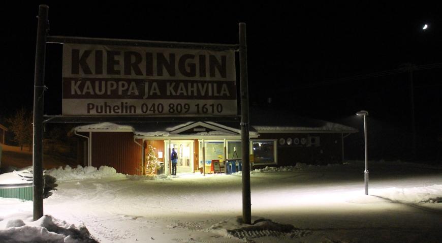 Kylän keskipiste palveluineen. Kuva: KivaaTekemistä.fi