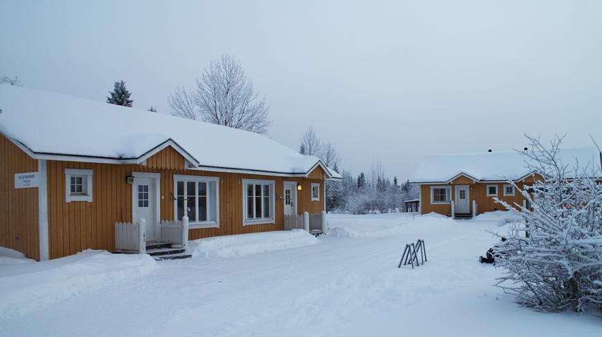 Nämä Kieringin Lomakylän lomahuoneistot soveltuvat erityisesti lapsiperheille tai pienille porukoille. Kuva: KivaaTekemistä.fi