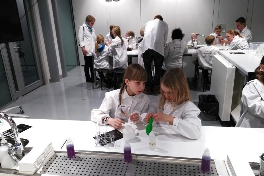 Heurekan uudet laboratioriot sijaitsevat Klassikot-näyttelyn päädyssä. Kuva: KivaaTekemistä.fi