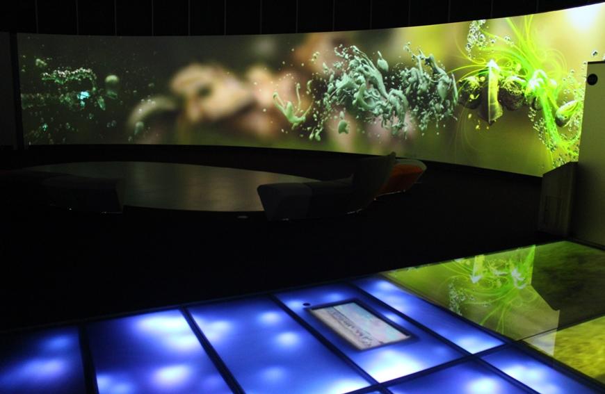 Päänäyttelyn uusin elementti: australialaisen mediataiteilija Andy Thomasin visuaalinen äänitaideteos
