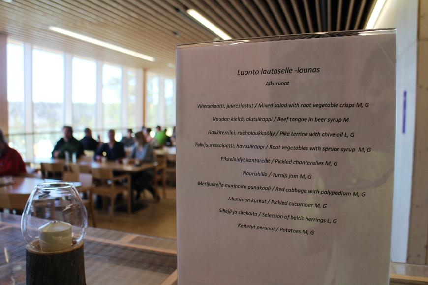 """Ravintola Haltian """"Luonto lautaselle"""" -lounaan alkuruokalista on täynnä kotimaisista ja puhtaista raaka-aineista valmistettuja herkkuja. Kuva: KivaaTekemistä.fi"""