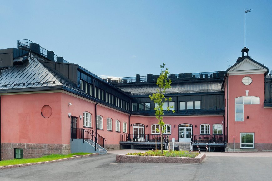 Päärakennuksena ja hotellina toimiva Etukartano. Kuva: Hämeenkylän kartano