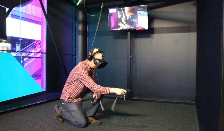 Virtuaalista Escape Room -arvoitusta ratkomassa. Kuva: KivaaTekemistä.fi