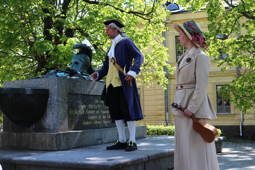 Suomenlinnan suunnittelija, rakennuttaja ja komendantti Augustin Ehrensvärd on poissa tolaltaan. Kuva: KivaaTekemistä.fi