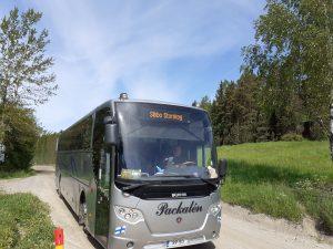 Sipoonkorven kansallispuiston Hop-On Hop-Off bussi, joka kiertää Sipoonkorven kesäisin neljästi päivässä torstaista sunnuntaihin.