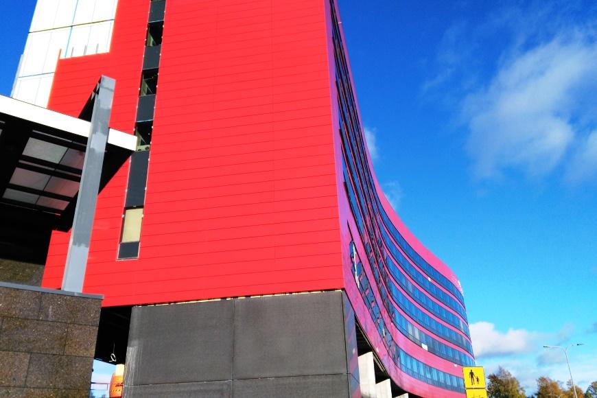Flamingo uudistuu. Hotellin lisärakennus on valmistumassa. Flamingosta pääsee sisäkautta myös kauppakeskus Jumboon. Kuva: KivaaTekemistä.fi