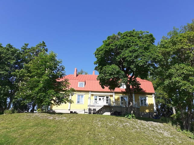 Nobel prize winner A. I. Virtanen's estate's former main building now functions as a picturesque boutique hotel Villa Sibbe with a fully licensed restaurant and riverside café. Photo: Kristian Meurman