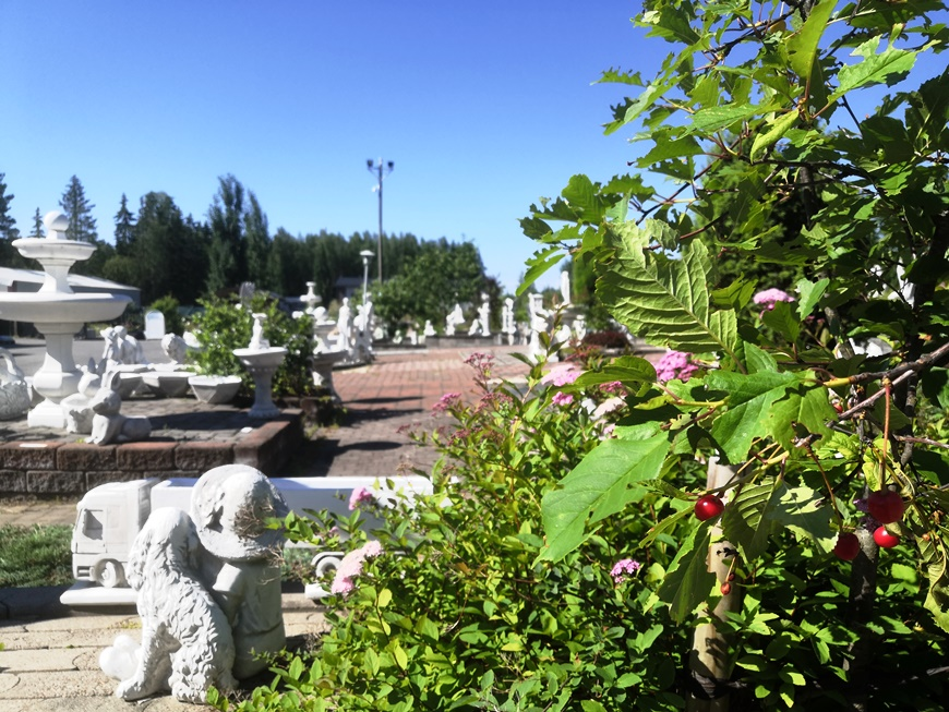 Art Bouffant and Kivapiha consist of statue and gardening exhibition and sales. Photo: LikeFinland.com
