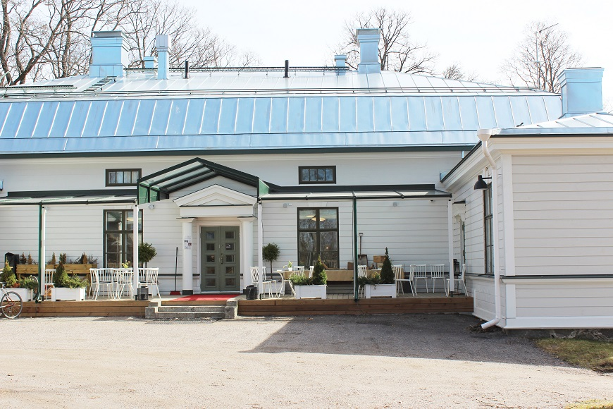 The main entrance of Restaurant Backas.